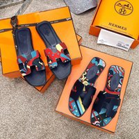 kırık deri toptan satış-Yeni Moda lüks tasarımcı kadın ayakkabı düz terlik Hakiki Deri alt sandalet yaz Ile Kırık Çiçek bez çevirme kutusu