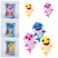 ingrosso giocattoli per bambini-3 stili 18 cm Baby Shark Toys Cantare Canzoni Cartoon Lighiting Giocattolo giocattolo di plastica Chlid bambini Favore di Partito regalo studente FFA1954