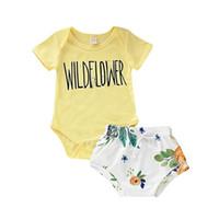 top amarelo bebê venda por atacado-Infantil Conjunto de Roupas de Bebê Menina vestido Meninos de algodão onesies Carta Romper Tops Floral Shorts Amarelo 2 PC