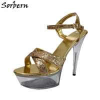 bd6befb94e Atacado de Ouro Glitter Claro Sandálias de Salto Perspex Mulheres 15 Cm  Salto Sapatos de Verão Senhoras Slingbacks Cintas Cruzadas Cores  Personalizadas