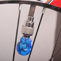 ingrosso luci di protezione della valvola della bici-2pcs LED Light Skull Shape Valve Tappo ruota lampada della gomma per bici da bicicletta Accessori per biciclette EDF88