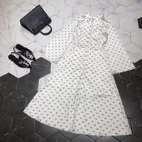 tasarımcı moda pist elbisesi toptan satış-2019 Tasarımcı Kadın Elbise Yüksek Son Beyaz / Siyah Standı Yaka Flare Kollu Logo Mektubu Baskı Elbiseler Bayan Moda Pist 72882
