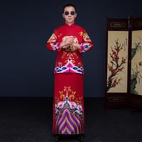 rote kimonomänner großhandel-Zeigen Sie Herrenbekleidung Pratensis chinesischen Stil Hochzeit Kleid rot Stickerei Bräutigam Abend langes Kleid Kimono Jacke Tang Anzug Kostüm
