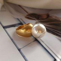 barocke ringe großhandel-SRCOI Barock Runde Imitation Perle Vintage Ring Gold Farbe Minimalistische Geometrische Persönlichkeit Übertrieben Fingerring Trendy Neu