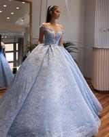 azul acender vestido de noiva venda por atacado-2019 Inesquecível Luz Azul Bola Gowen Weddng Vestidos Ruffle Lace Fora Do Ombro V Profundo Pescoço Vestidos De Noiva De Noiva Lace-up
