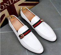 vestidos casuais venda por atacado-2018 estilo Britânico Men casual Evening vestido de festa sapatos de Glitter rebite Homecoming Prom sapatos masculinos mocassins Sapato Social Masculino