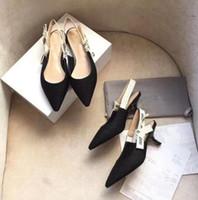 zapatos para banquete al por mayor-En rebajas de lujo Rhinestone Heel Dedos en punta Diseñador Slingbacks Bombas Mujeres Sandalias de encaje Zapatos de tacón alto para mujer Zapatos elegantes elegantes para banquetes
