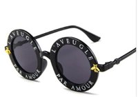 emoji elbiseleri toptan satış-Yuvarlak Güneş İngilizce Harfler küçük arı Güneş Gözlükleri Erkek Kadın Gözlük Moda Erkek Kadın ücretsiz gönderim