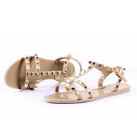 moda cristal rebites venda por atacado-Novas Mulheres de Verão Flip Flops Chinelos Sandálias Flat Arco Rivet Moda Pvc Cristal Praia Sapatos