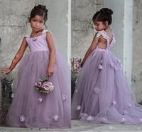çocuklar için güzel elbiseler toptan satış-2019 Güzel Lavendar Çiçek Kız Elbise 3D Çiçekler Kızlar Pageant Törenlerinde Çocuklar için Düğün Parti Criss Çapraz Geri Sweep Tren