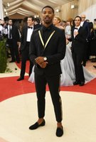 en iyi gelinlik erkekler toptan satış-Slim Fit Siyah Erkekler Düğün Smokin Notch Yaka Damat Smokin En Popüler Elbise Erkekler Iş Yemeği / Darty Suit (Ceket + Pantolon + Kravat) 462