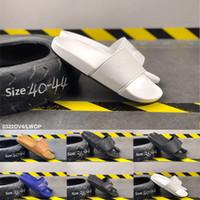 sandalia hembra macho al por mayor-Mejor Moda 2019 Negro Blanco Azul Para Mujer Para Mujer Verano Zapatillas Peep Toe Diseñador de Lujo Mujer Sandalias Masculinas Interior Diapositivas planas Tamaño 36-44