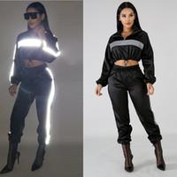 trajes sexy para mujeres negras al por mayor-Traje reflectante 2 piezas de dos piezas Ropa de mujer Crop Top negro + Pantalones Traje de sudor Trajes de club sexy Conjuntos a juego