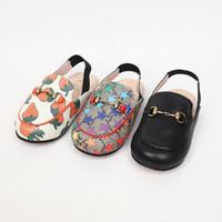 zapatos nuevos sandalias niños al por mayor-Zapatos de diseño para niños. Zapatillas y zapatillas de otoño para niños y niñas. Tres colores pueden elegir sandalias y zapatillas de moda de ocio.