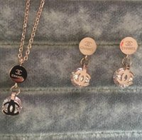 14 ayar altın düğün takımları toptan satış-Yeni 2019 Deluxe Marka Tasarımcısı elmas kolye Küpe çift Mektubu Takı setleri 18 k altın gümüş gül altın Kadınlar Düğün Ücretsiz Nakliye