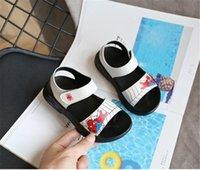 sapatas de plástico do verão do bebê venda por atacado-Sapatos Moda Stripe miúdos criança Verão Sandália Children Sneakers macias respirável sapatos confortáveis Meninos Meninas Kid Praia