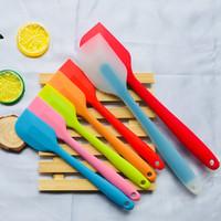espátula de utensilios de cocina al por mayor-5 Utensilios de cocina de diferentes colores Herramienta para hornear espátula de pastel Herramienta de repostería para hornear raspador translúcido de gel de sílice T3I5249