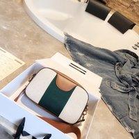 yeni moda çanta toptan satış-Klasik lüks 2019 Yeni fermuar kamera çantası çanta tasarımcısı Messenger çanta Hakiki deri Küçük domuz tahıl tahıl Moda joker