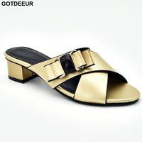 sandalias italianas mujeres al por mayor-Las nuevas sandalias de las señoras de la manera con los tacones de las mujeres de lujo del zapato 2019 bombas italianas elegantes del partido de las mujeres se deslizan en las bombas de los tacones bajos para