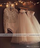 vestidos de rede branca venda por atacado-2019 Bonito Primeira Comunhão Vestidos Para Meninas Scoop Backless Com Apliques E Bowtulle Vestido De Baile Vestido de Casamento Da Menina de Flor Pageant