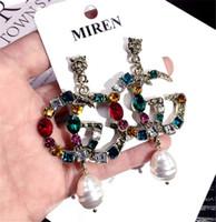 ingrosso orecchini di perle-Perla lunga nappa nuovo progettista di marca orecchini con perno lettere orecchino orecchini accessori gioielli per le donne regalo di nozze