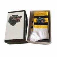 christmas long socks 도매-4 쌍 / 상자 명품 디자이너 긴 양말 남성 여성 겨울 봄 양말 거리 스타일 늑대 머리 맨 양말 크리스마스 선물 상자