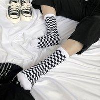 männer socken korea großhandel-Korea Funky Harajuku Trend Frauen Checkerboard Socken Geometric Checkered Socken Männer Hip Hop Cotton Unisex Streetwear Neuheit Socken