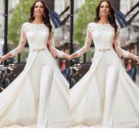 longues robes de chambre en satin blanc achat en gros de-Vestidos De Novia manches longues blanc combis Robes de mariée en satin dentelle avec overskirts Perles cristaux Plus Size Pantalons Robes de mariée Robe