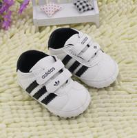 neugeborenen großhandel-Neugeborenes Kleinkind Säuglingsbaby Junge Weiche Sohle Leinwand Krippe Schuhe Sneaker Prewalker Belüftete Babyschuhe 0-18 Mt