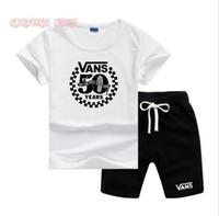 küçük çocuklar tişörtler toptan satış-VS Küçük Çocuklar Setleri 2-7 T Çocuk O-Boyun T-shirt Kısa Pantolon 2 Adet / takım Erkek Kız Saf Pamuk Küçük Logo Çocuk Yaz Setleri LW061306