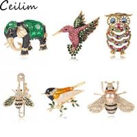 broches de búhos al por mayor-Cute Owl Bird Bee Broches para mujeres Formas de animales Crystal Green Black Bee Broches Pins Insignias para ropa Bolsos Broches femeninos Joyas Regalos