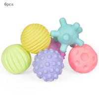 umweltfreundliche badespielzeug großhandel-6 STÜCK Infant Soft Ball Spielzeug Multi-Textur Touch Ball Umweltfreundliche Bunte Ball Baby Wasser Spiel Wasserballons Badespielzeug Für Kinder