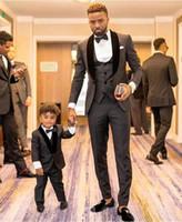esmoquin unico al por mayor-Mejor boda esmoquin gris para hombre con estilo para niños y Padre Castaños Slim Fit esmoquin clásico único de la boda del novio formal esmoquin para barato