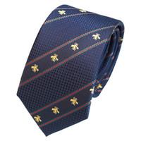 cravate de couleur marine achat en gros de-Nouveau créateur de mode marine bleu noir nouvelles rayures diagonales personnalité broderie couleur correspondant motif abeille cravate sauvage hommes formels affaires