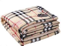 cobertores edredones al por mayor-Colcha de la colcha de la colcha de la colcha del verano fresco A rayas lavado de la moda de algodón Marca clásico Ligero Transpirable cómodo Edredón simple a cuadros