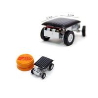 diy güneş araç kiti toptan satış-DIY Mini Güneş Araba Powered Robot Güneş Oyuncak Araç Eğitim Güneş Enerjisi Kitleri Yenilik Çekirge Hamamböceği Gag Oyuncaklar Böcek Çocuklar için