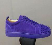 zapato de calle hombre pico al por mayor-Diseñador de la marca de lujo zapatos rojos de fondo Junior Spikes Flat Grey Suede Rivets Toe Men Zapatillas de deporte al aire libre Low Sneaker Street Skate Lace-up Shoes
