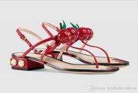 schwarze taupe sandalen großhandel-Sommerdamenschwarzes / -grünes / -rotes weiches Lederperlenkirsche t-Stangenabsatz-Sandalen der Designerlandebahn Luxusg-Strandmode modischer Gladiator