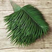 ingrosso foglie verdi in plastica-20pcs plastica artificiale albero di palma lascia ramo piante verdi falso foglia tropicale casa decorazione di cerimonia nuziale disposizione dei fiori C18112601