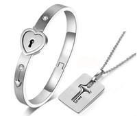 schlüsselverschluss anhänger für männer großhandel-Square / Shield Concentric Lock Paar Armband Halskette Love Key Titanium Steel Anhänger Halskette Armband Diamond Set für Männer Paare