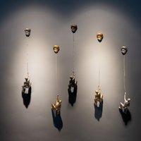 beste wandbehänge großhandel-Neue Ankunft Modernen Minimalistischen Charakter Klettern Mann mit Rock Wandbehänge Wandbehänge Dekorative Handwerk Beste Geschenk
