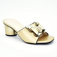decorar zapatos de tacón alto al por mayor-Últimos zapatos para mujer Zapatos de tacón alto Zapatos de lujo para mujer Zapatos de verano 2019 Tamaño grande decorado con diamantes de imitación Resbalón en las bombas