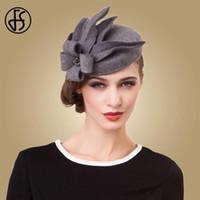 fedora gris al por mayor-FS flor Tocados para las mujeres elegantes de lana gris de la boda Negro pastillero sombrero de fieltro Sombreros de época D19011102 invierno de las señoras vestido Fedoras