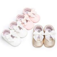 calzados infantiles rosa al por mayor-2018 zapatos de cuero vendedora caliente infantil del niño del bebé de la PU del Bowknot del niño de la princesa Zapatos deslizarse en Prewalkers Rosa oro blanco 0-18 M