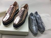 oxfords kesmek toptan satış-2018 YENI Stella Mccartney Kadın Dana Derisi Hakiki Deri Platformu Rahat Ayakkabılar Cut-çıkışları Yıldız Oxfords Çizgili Kama Elyse Dantel-up Sneaker