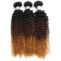 купить переплетение бразильского человеческого волоса оптовых-Ombre пучки человеческих волос Бразильские волосы странные вьющиеся 1b / 4/30 пучки человеческих тканей могут купить 3 пучка 3 тона без наращивания волос