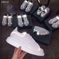 ingrosso scarpe da ginnastica in pelle-Moda uomo Designer di lusso Donne Scarpe riflettenti Piattaforma in pelle bianca Scarpe classiche piatte casual Scarpe da ginnastica donna Sneakers Sport