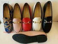 düşük topuk elbise ayakkabı düğün toptan satış-Kadınlar Tekli Kırmızı Loafers Ayakkabıları ile Lüks Tasarımcı Ayna Deri Casual Düşük topuklu Gelinlik Shoes