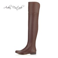 kadınlar için kahverengi düz çizmeler toptan satış-Arden Furtado 2019 sonbahar kış düz diz çizmeler üzerinde kahverengi moda bayanlar sürme çizmeler bayan ayakkabıları büyük boy 44 45 46 yeni