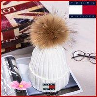 kızlar için kürkler toptan satış-YENI Kış Örme Gerçek Kürk Şapka Kadın 15 cm Gerçek Rakun Kürk Ponponlar ile Beanies Kalınlaşmak Sıcak Kız Kapaklar snapback ponpon bere Şapka